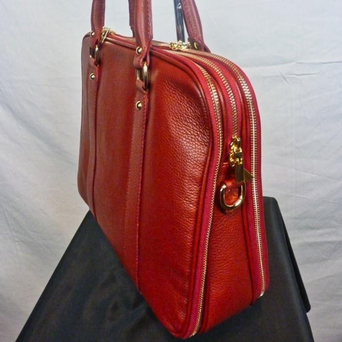 b167c46f53 Sac à main en cuir rouge avec 3 compartiments